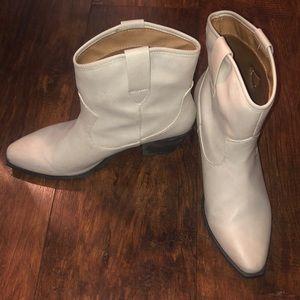 "Ivory 1 1/4"" heeled cowboy Boots"
